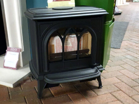 Gazco Huntingdon 30 Gas Stove with Tracery Door - Natural Gas - Conventional Flue - Log Effect Fuel bed Was £1589 NOW £1350